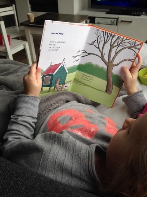 Dochter leest Wim wil een Vis