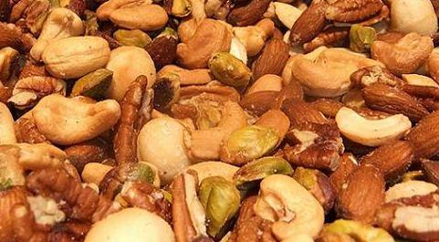 walnoten, cashewnoten, amandelen, pecannoten