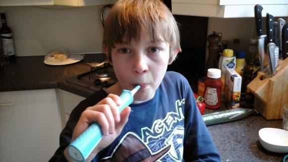 puber-tanden-poetsen-sonicare-philips-copyright-trotse-moeders-1