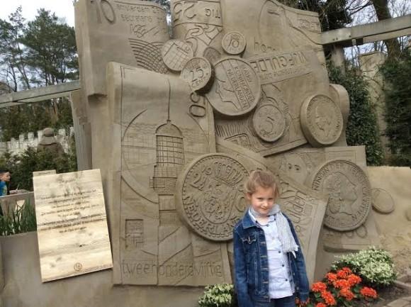 zandsculpturen-2015-trotse-moeders-13