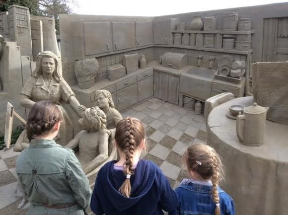 zandsculpturen-2015-trotse-moeders-34