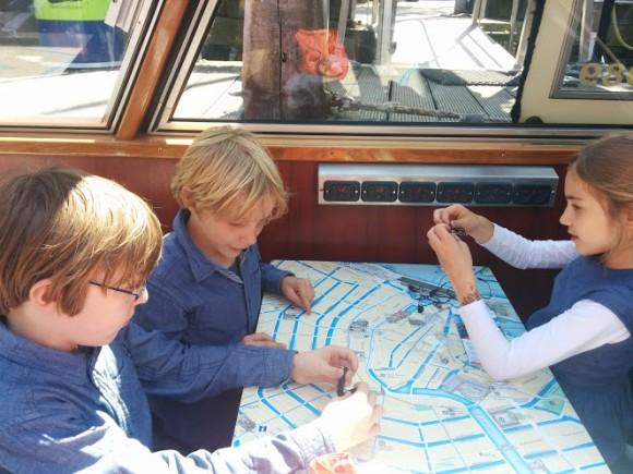 blue-boat-kinder-rondvaart-amsterdam-copyright-trotse-moeders-vaders-20