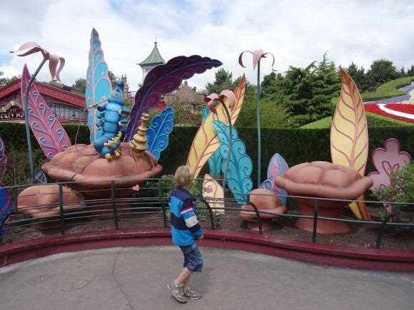verslag-disneyland-parijs-paris-attractie-dag-copyright-trotse-moeders-alice-doolhof