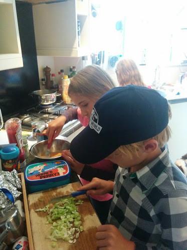 fun-burger-tonijn-recept-samen-koken-copyright-trotse-moeders-4