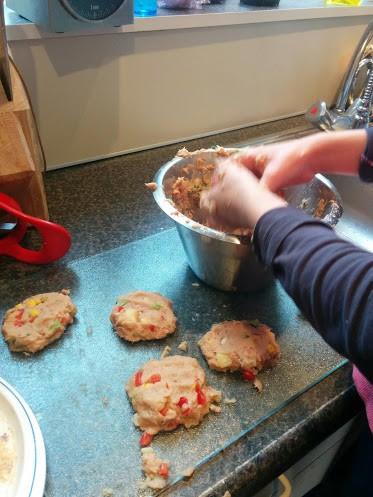 fun-burger-tonijn-recept-samen-koken-copyright-trotse-moeders-8