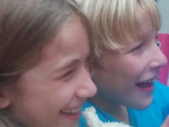 close-up-tweeling-tinkerbell-copyright-trotse-moeders