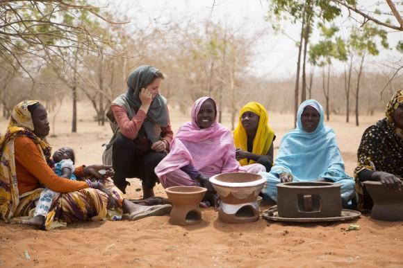 WFP traint vrouwen om zelf stoves te maken