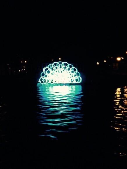 blue-boat-amsterdam-light-copyright-trotse-moeders-peter-1