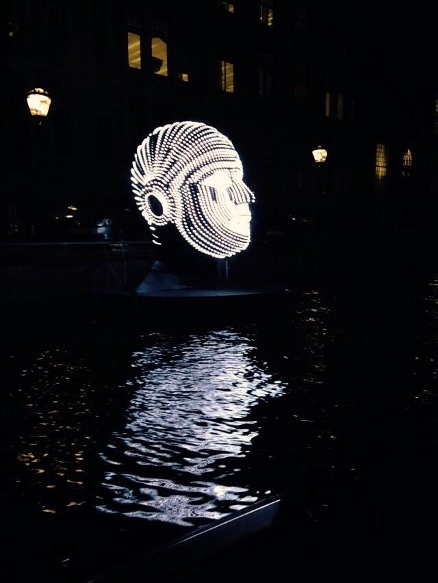 blue-boat-amsterdam-light-copyright-trotse-moeders-peter-7