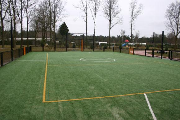 Vakanttiepark De Schatberg buiten sport velden voetbal
