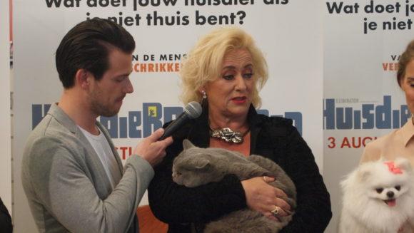 Huisdierengeheimen bn presentatie Nlstemmencast Choë Karin Bloemen