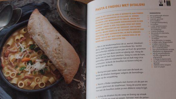 Pastabijbel van agnolotti tot rigatoni en van tagliatelle tot zite, van Roberta Pagnier, uitgebracht door Carrera culinair
