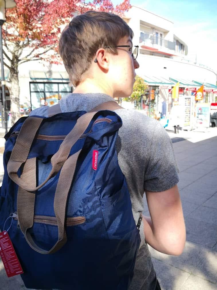 c0d98d5dd18 En je kunt hem zoals als draagtas gebruiken als als rugzak. En met name dat  laatste is voor mij echt een supervinding!