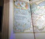 Het scheepvaart museum beschikt over de grootste verzamelingen (zee)atlassen van de wereld
