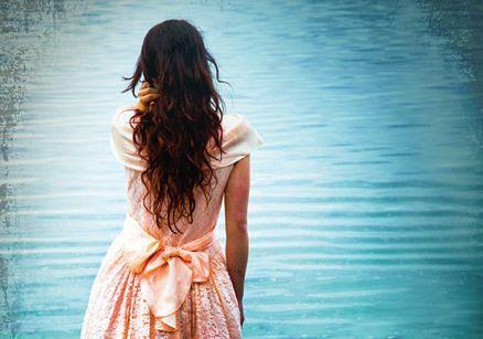 bella italia inzoom vrouw bij meer