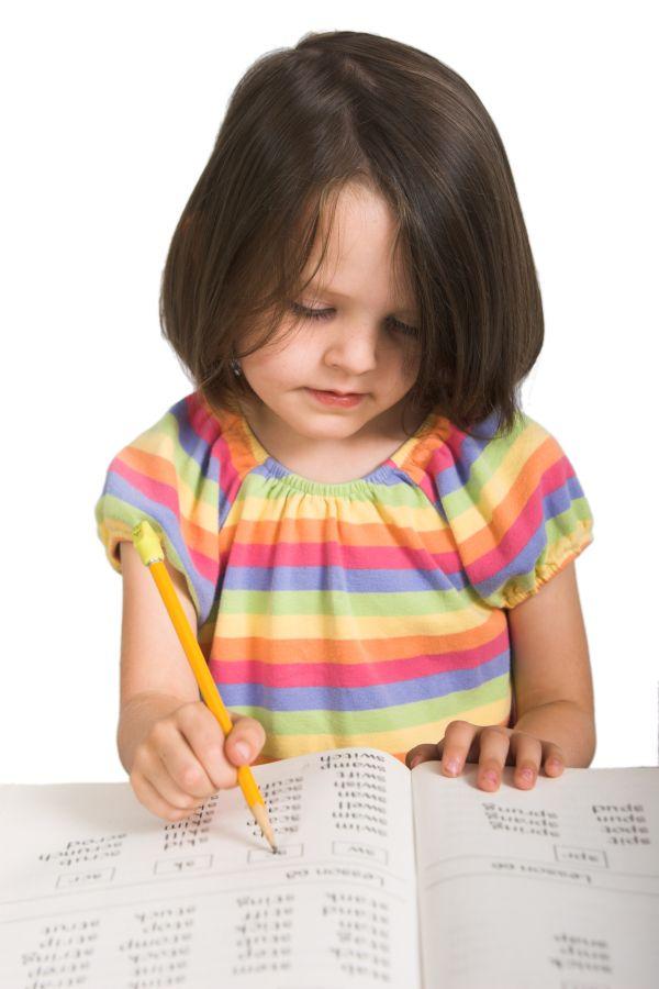 meisje kind tekenen schrijven