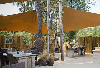 outdoor lodge boma buitenrestaurant
