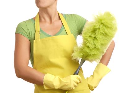 moeder maakt huishouden schoon